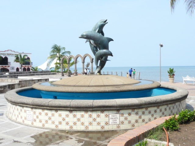 the fountain in its old location before the Malecon was remodeled