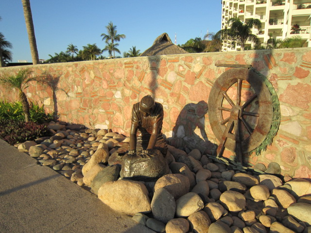 vallarta sculpture, the Washer Woman
